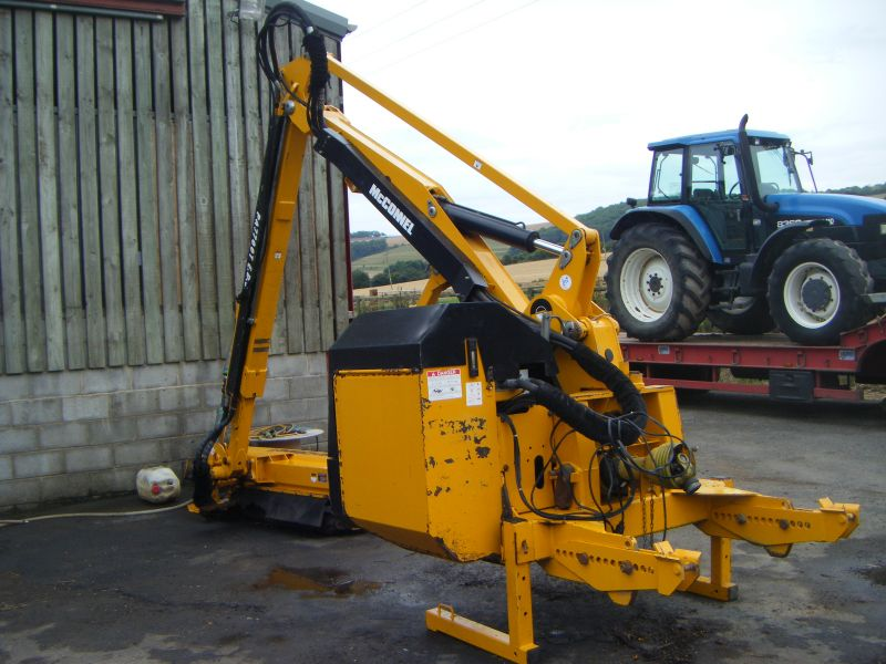 D And D Trailers >> MCCONNEL PA7700T E.D.S HEDGE TRIMMER :: Recently Sold ...